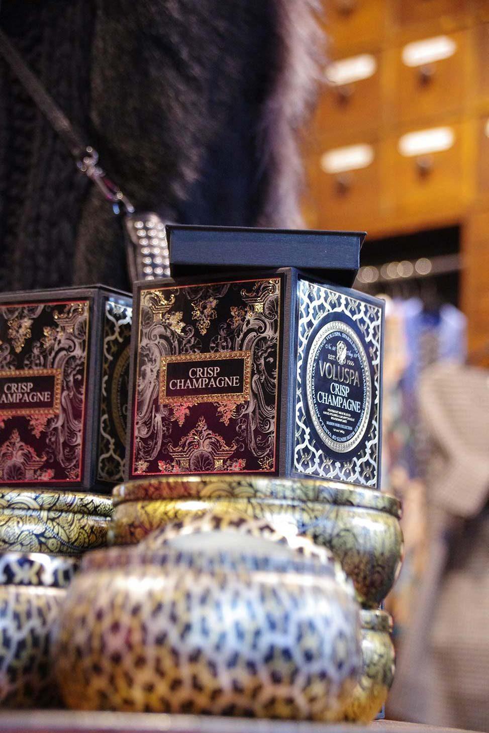 Exklusive Duftkerze von Voluspa in edler Box