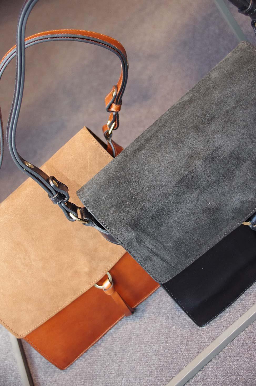 Schultertaschen aus Rindleder mit Velourslederüberschlag in Amber und schwarz von Closed bei Baltzer Moden Marburg