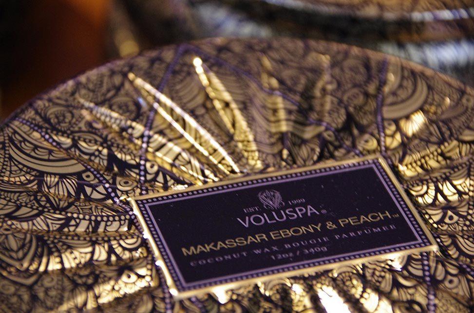"Voluspa Duftkerze ""Makassar Ebony & Peach"" bei Baltzer Moden Marburg"