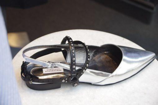 Silberner Dorothee Schumacher Schuh mit abnehmbarer Nietenspange